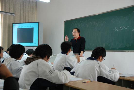 """大学老师要求新生""""格式化""""中学知识"""