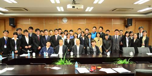 """第一届上海高校""""青年领袖""""论坛与会人员合照"""